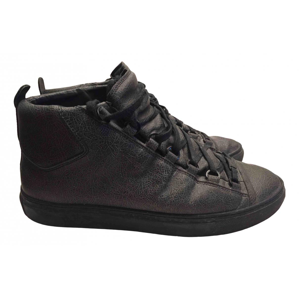 Balenciaga Arena Sneakers in  Grau Exotenleder