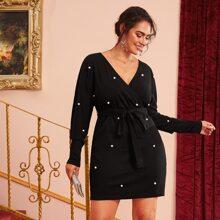 Kleid mit Perlen und Selbstguertel