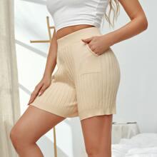 Einfarbige Shorts mit schraegen Taschen