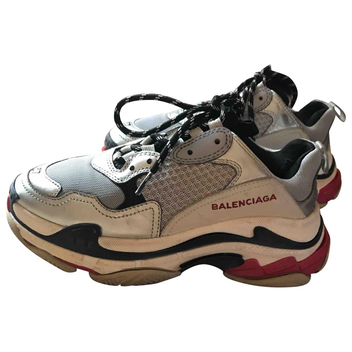 Balenciaga Triple S Sneakers in  Grau Leinen