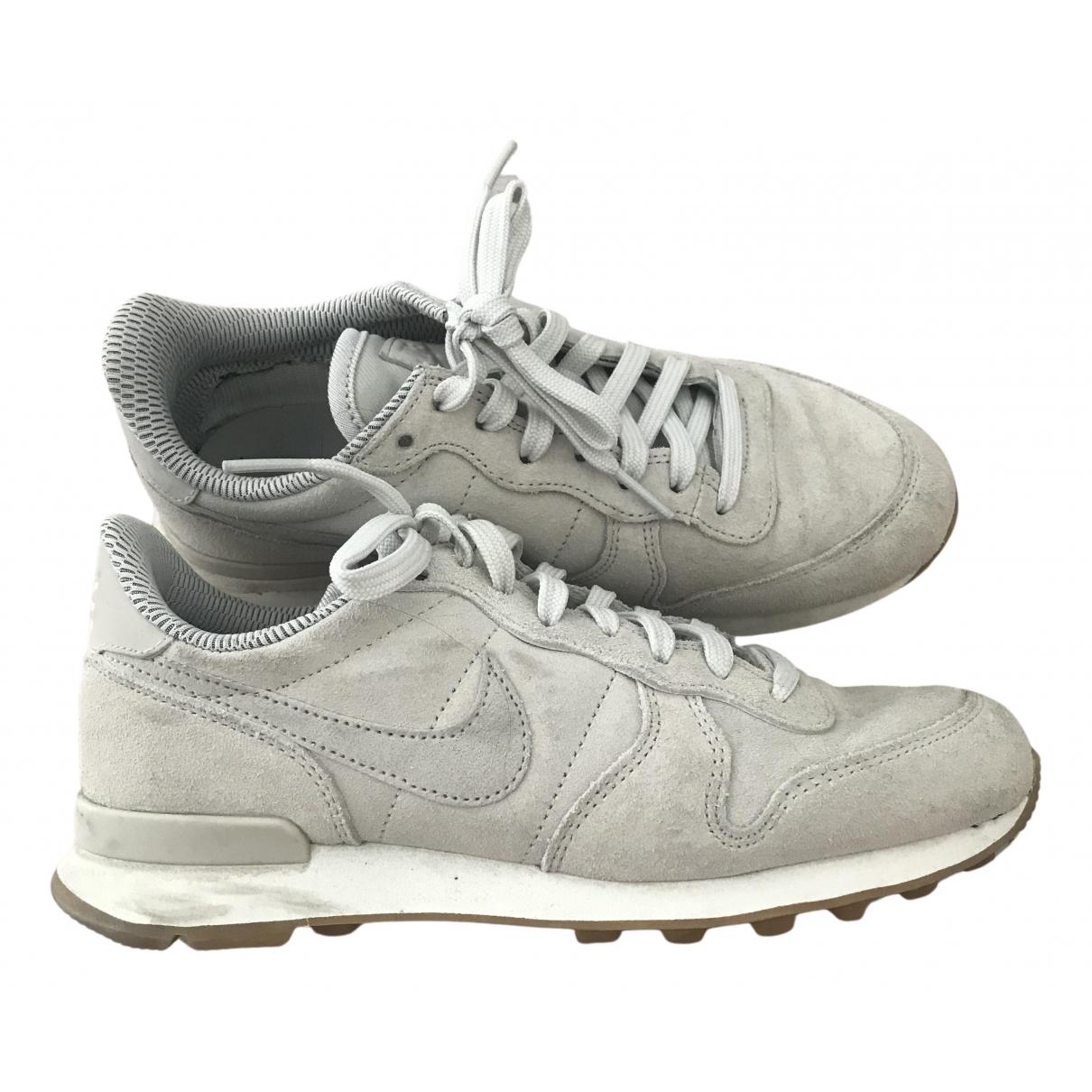 Nike Internationalist Sneakers in  Grau Veloursleder