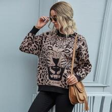 Pullover mit Leopard Muster und sehr tief angesetzter Schulterpartie