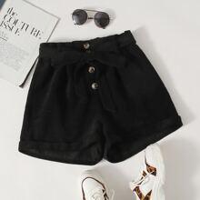 Shorts mit Knopfen vorn und Guertel