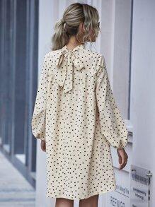Kleid mit Band hinten, Bishofaermeln und Punkten Muster