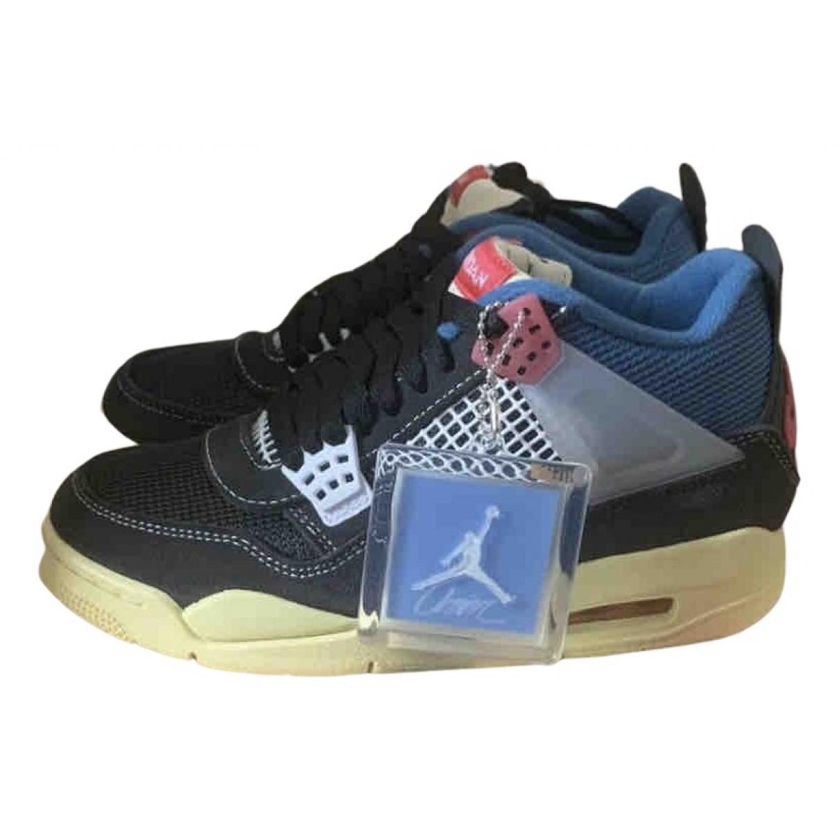 Jordan Air Jordan 4 Sneakers in  Bunt Veloursleder