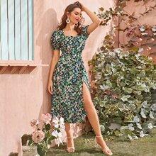 Kleid mit Blumen und Schlitz
