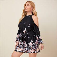 Schulterfreies Kleid mit Blumen und Feder Muster und Guertel