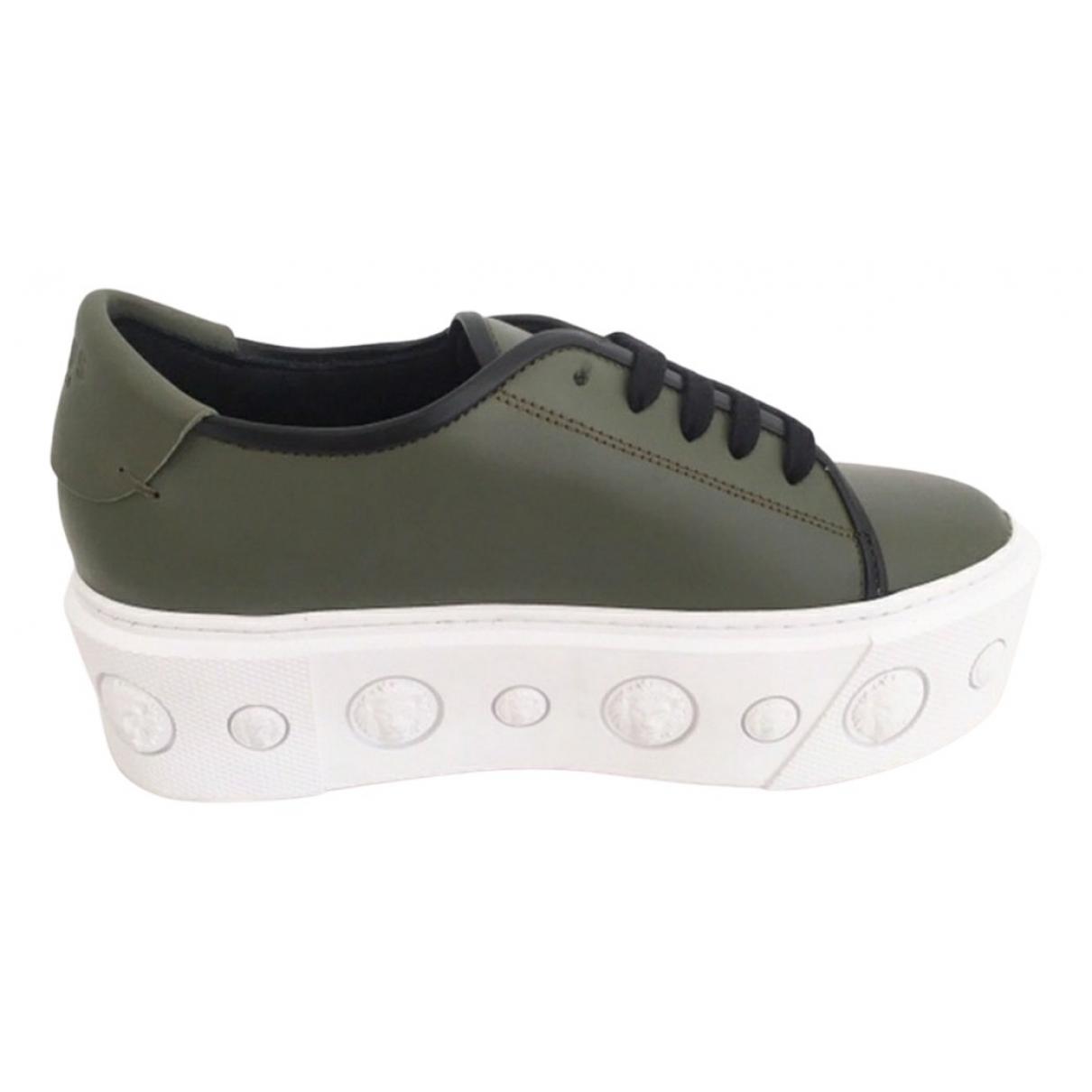 Versus \N Sneakers in  Gruen Leder