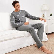Conjunto de pijama camiseta con estampado de pluma con pantalones
