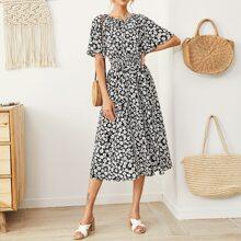 Kleid mit Falten Detail, geraffter Taille und Blumen Muster