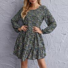 Kleid mit Bluemchen Muster und Falten