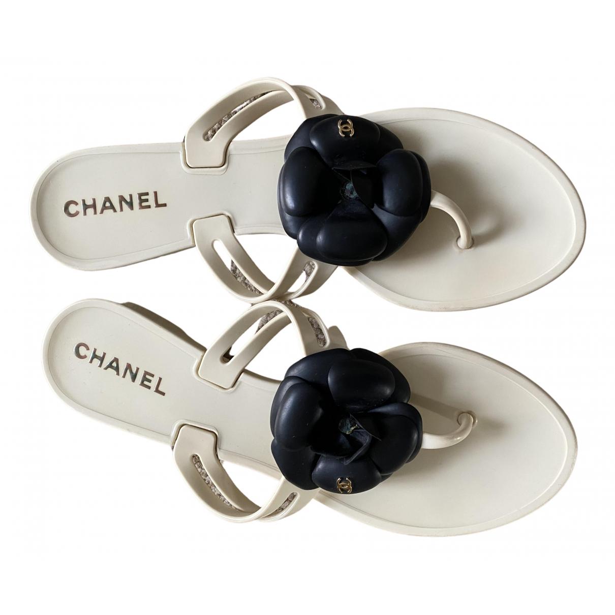 Chanel \N Sandalen in  Ecru Kunststoff