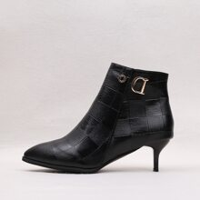 Stiefel mit spitzer Zehenpartie und metallischem Dekor