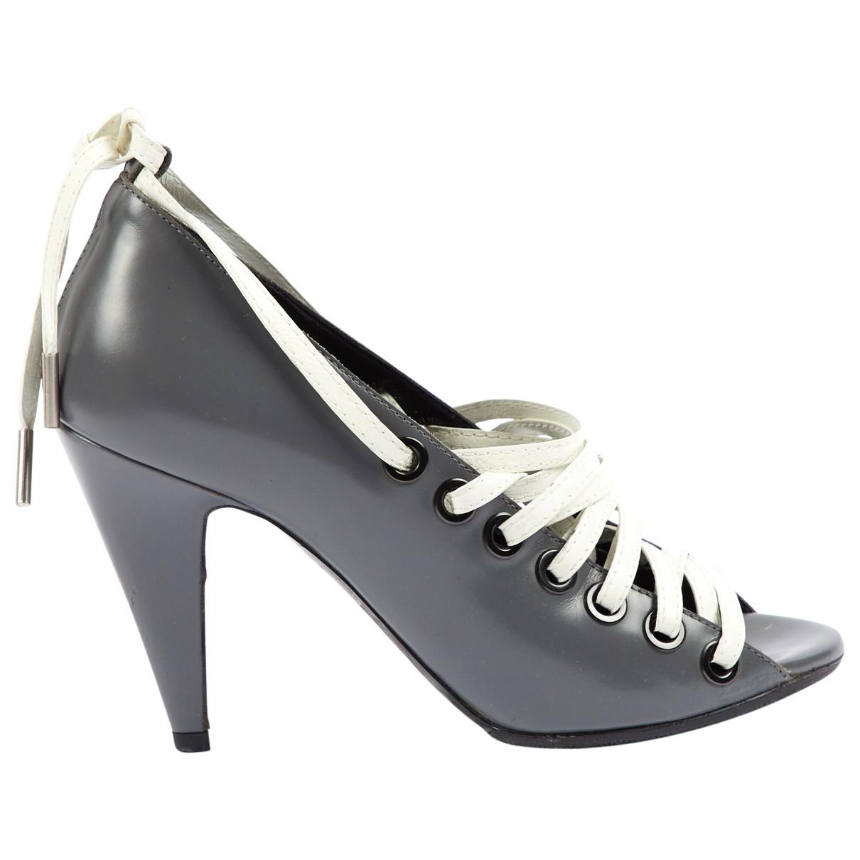 Balenciaga \N Pumps in  Grau Leder