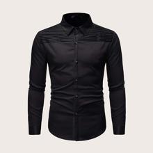 Maenner Hemd mit Falten und Knopfen