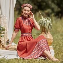 A Linie Kleid mit Stamm Muster und Puffaermeln