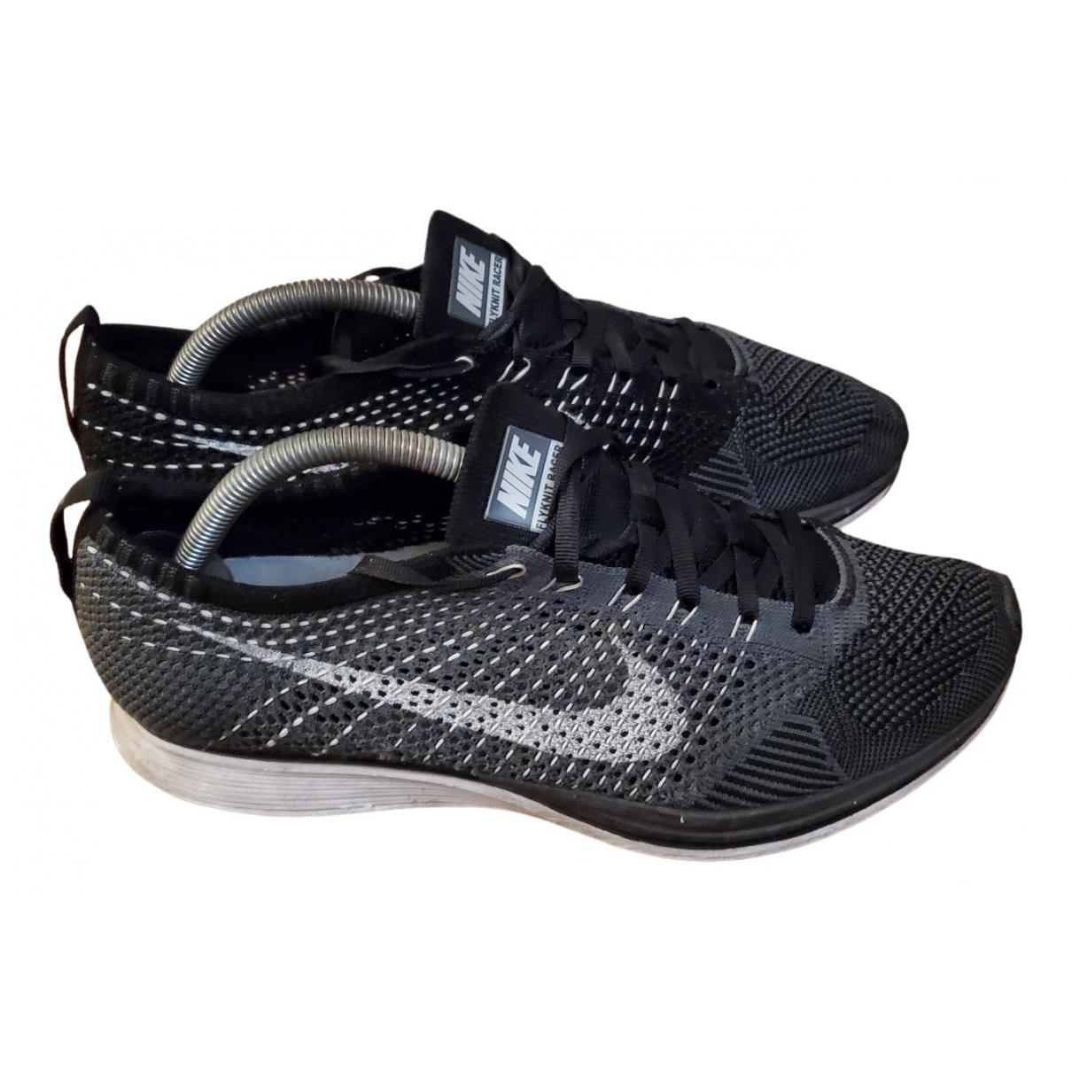 Nike - Baskets Flyknit Racer pour homme en toile - gris