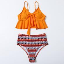 Bañador bikini con nudo bajo fruncido con estampado geometrico