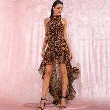 Rueckenfreies Kleid mit Leopard Muster, Stufensaum, Rueschen und Neckholder