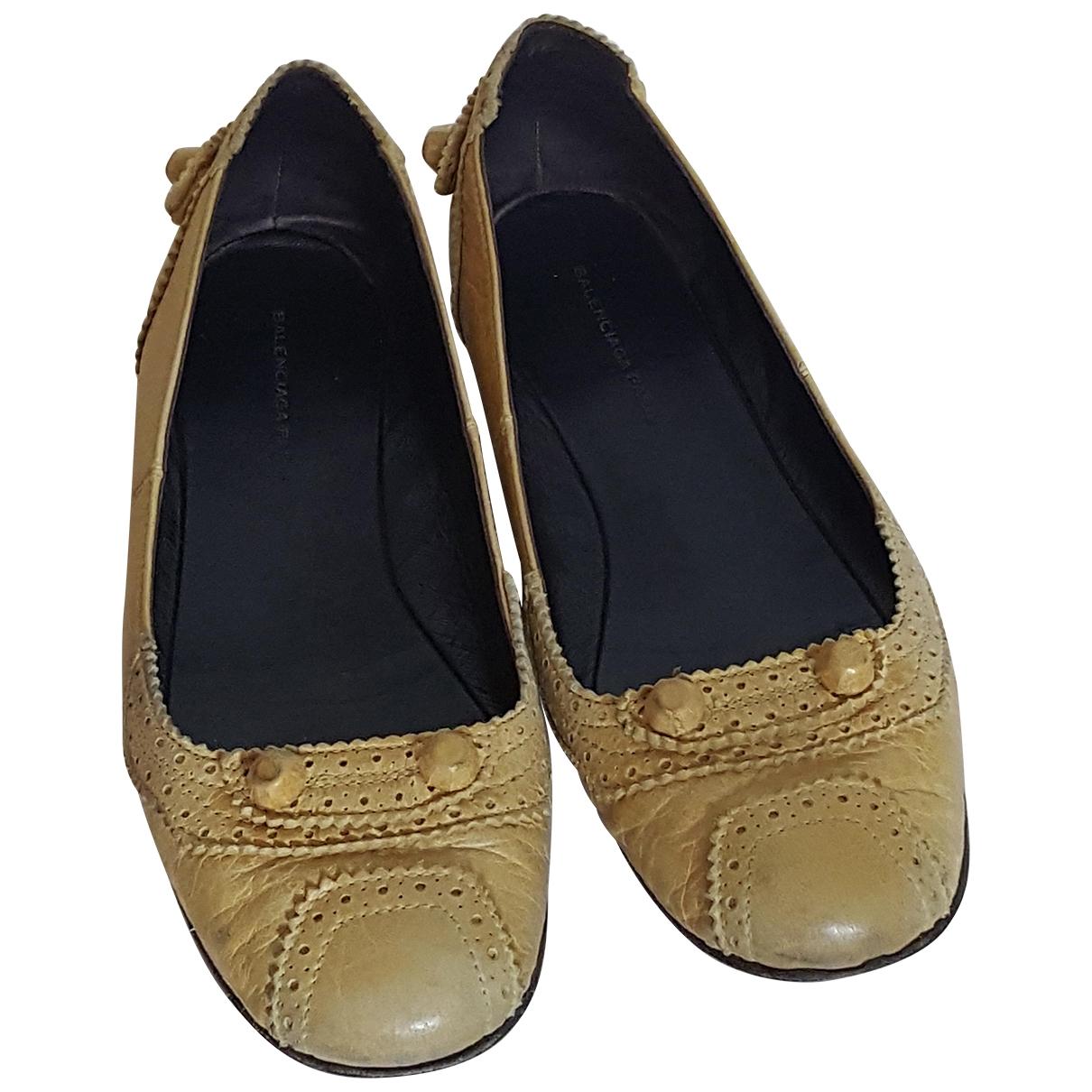 Balenciaga \N Ballerinas in  Gelb Leder