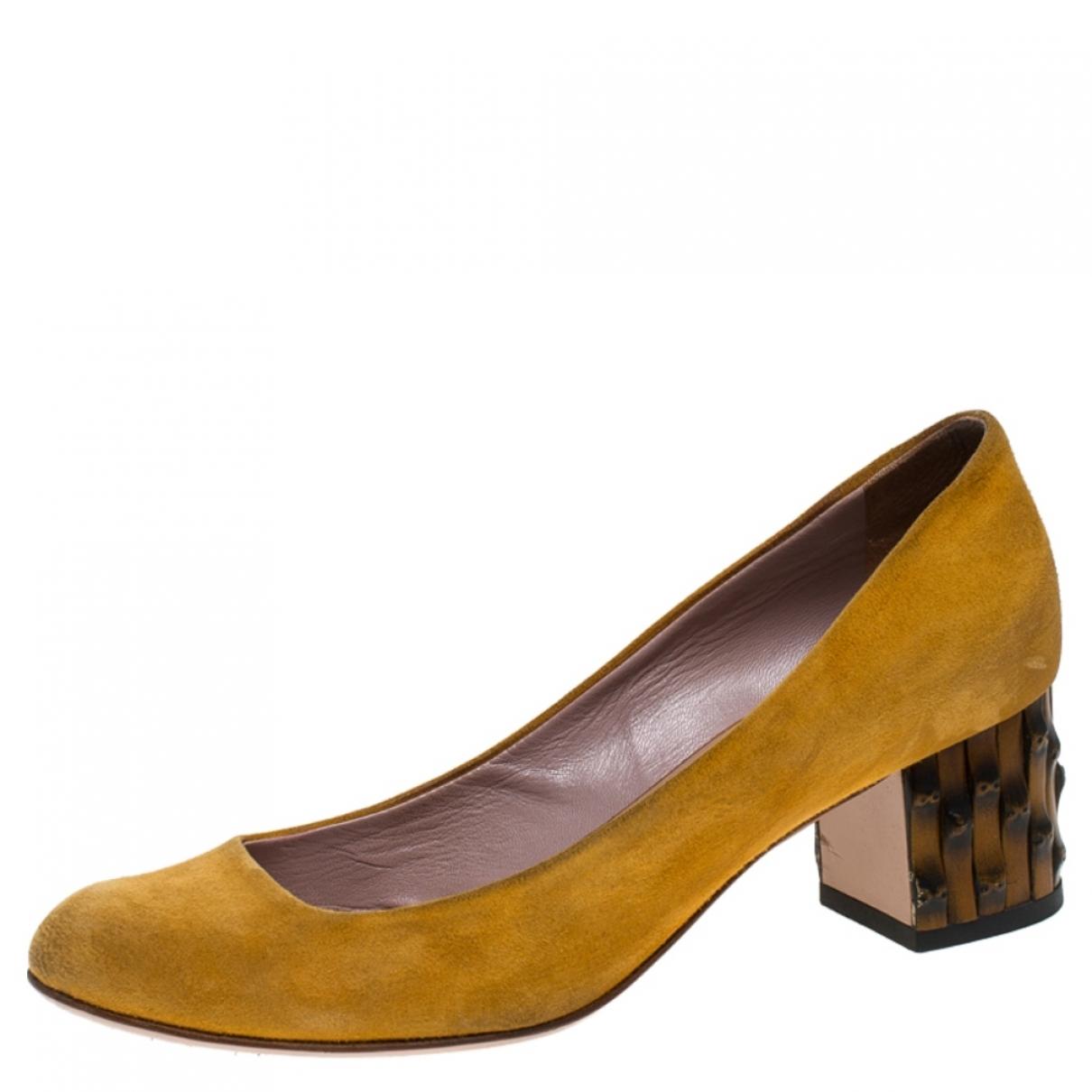 Gucci \N Sandalen in  Gelb Veloursleder