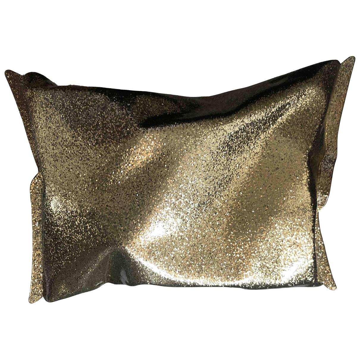 Bolsos clutch Crisp Packet en Plastico Dorado Anya Hindmarch
