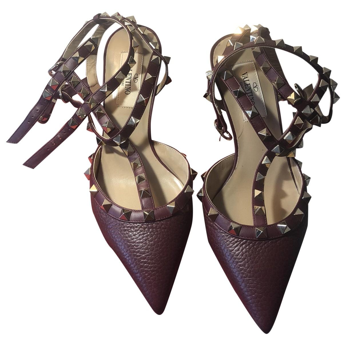 Valentino Garavani - Escarpins Rockstud pour femme en cuir - bordeaux