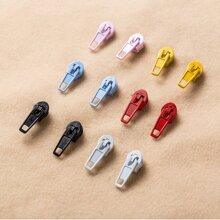 6 pares pendientes con tachuela de colores
