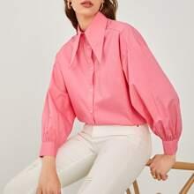 Bluse mit Chelsea Kragen und sehr tief angesetzter Schulterpartie