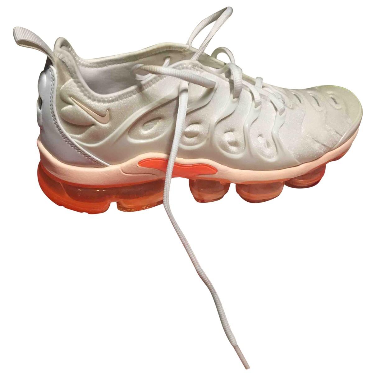 Nike VaporMax Plus Sneakers in  Weiss Leinen