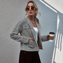 Tweed Jacke mit ungesaeumtem Saum, Perlen und Knopfen