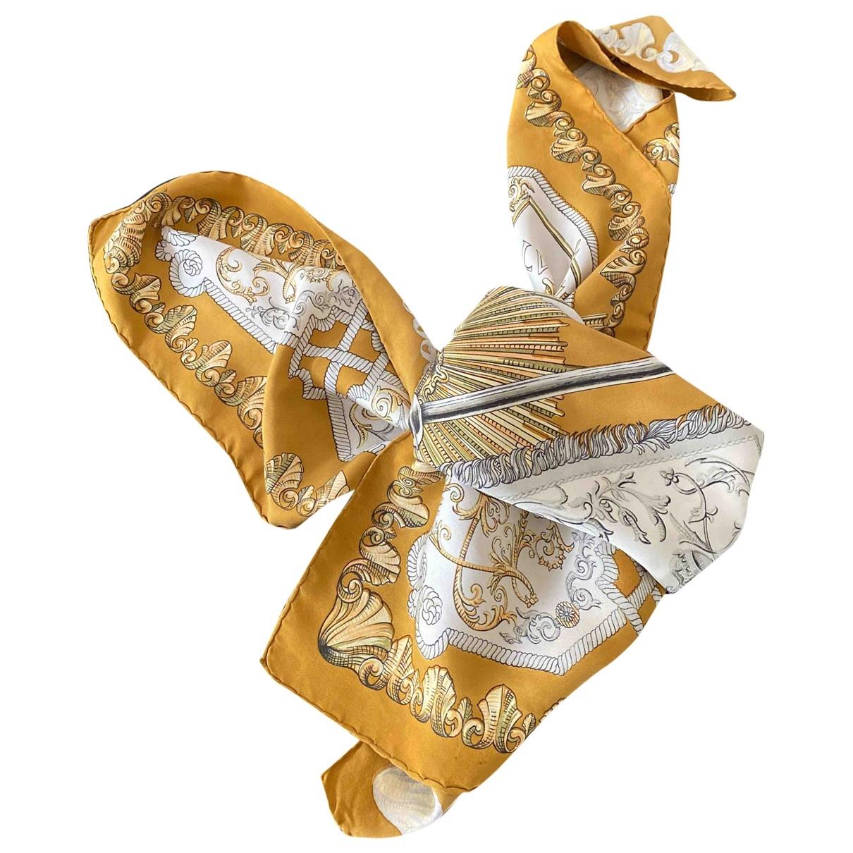Hermes Carre 90 Tuecher in  Gold Seide