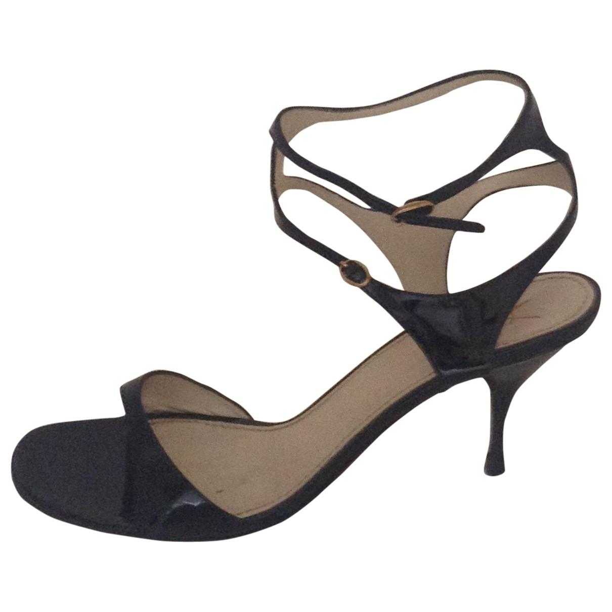 Yves Saint Laurent \N Black Patent leather Sandals for Women 39.5 EU