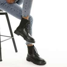 Stiefel mit Band vorn und Strick Einsatz