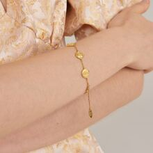 Armband mit Schaedel und geometrischem Dekor