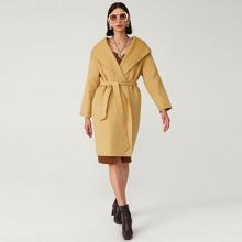 Einfarbiger Mantel mit Selbstguertel, Wasserfallhalsband und Kapuze