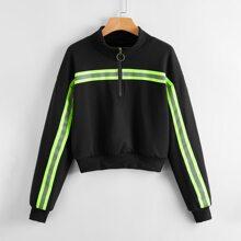 Sweatshirt mit Kontrast Streifen und halbem Reissverschluss