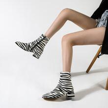 Stiefel mit Zebra Streifen Muster und klobiger Sohle