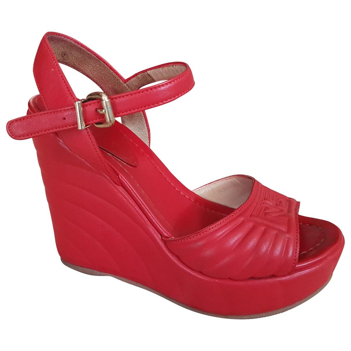 Fendi \N Red Leather Sandals for Women 36 EU