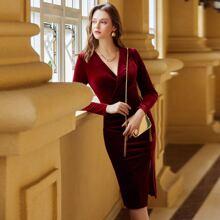 Samt Kleid mit Schlitz, Ruesche und Wickel Design