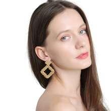 Ohrringe mit Perlen und geometrischem Design