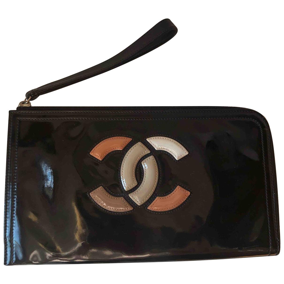 Chanel \N Clutch in  Schwarz Lackleder