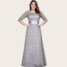 Satin Kleid mit Rueschen auf Taille, Schluesselloch hinten und Spitzen