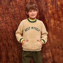 Teddy Pullover mit Streifen, Buchstaben Stickereien und Taschen