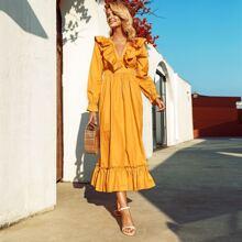 Einfarbiges Kleid mit Band hinten und Rueschenbesatz