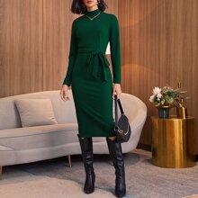 Kleid mit Stehkragen, Selbstguertel und Schlitz hinten