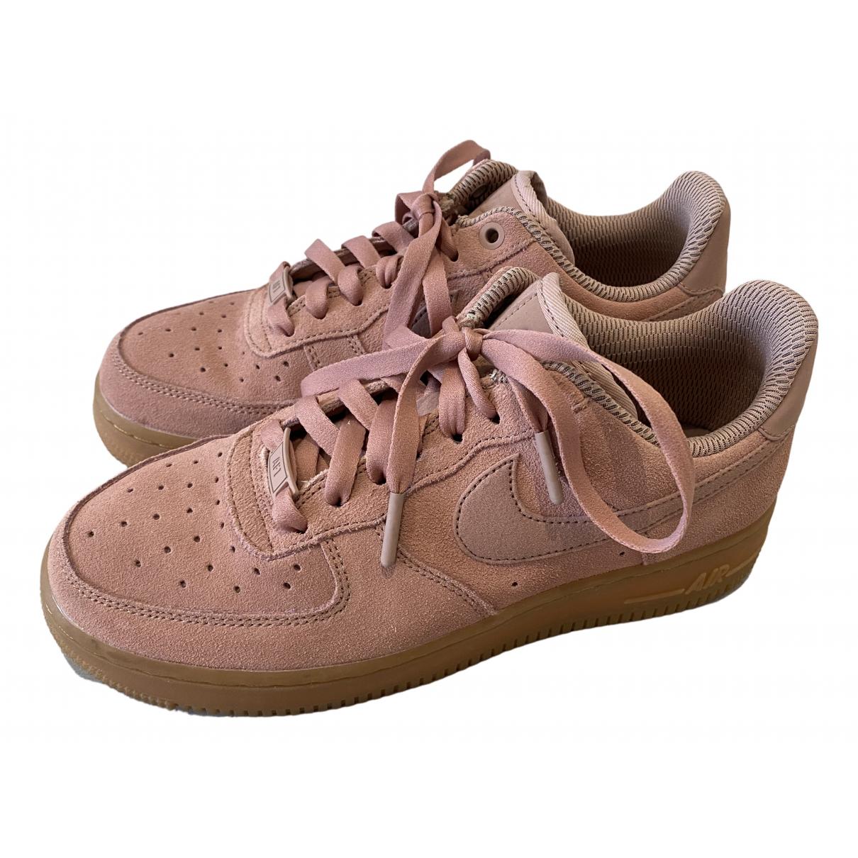 Nike Air Force 1 Sneakers in  Rosa Veloursleder