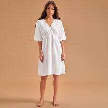 Nachtkleid mit V Ausschnitt vorn und hoher Taille