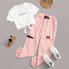 Maedchen T-Shirt mit eingekerbtem Kragen, Band am Saum und Cargo Hose mit Flicken