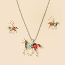 Collar con caballo con pendientes
